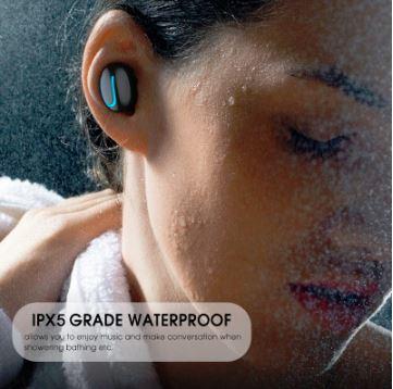 langattomat-kuulokkeet-vesitiiviit-nainen